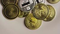 Drehende Aufnahme von Bitcoins (digitale Kryptowährung) - BITCOIN MIXED 050