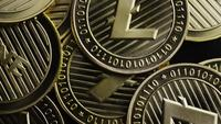 Rotierende Aufnahme von Bitcoins (digitale Kryptowährung) - BITCOIN LITECOIN 308