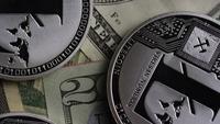 Drehende Aufnahme von Bitcoins (digitale Kryptowährung) - BITCOIN LITECOIN 633