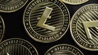 Rotierende Aufnahme von Bitcoins (digitale Kryptowährung) - BITCOIN LITECOIN 193