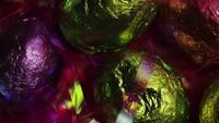 Tiro de giro de Páscoa colorida doces em uma cama de grama de Páscoa - Páscoa 206
