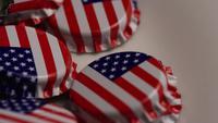 Foto giratoria de tapas de botellas con la bandera americana impresa en ellas - BOTTLE CAPS 035
