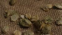 Plan tournant de l'orge et d'autres ingrédients brassicoles - Bière Brewing 266