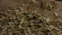 Plan tournant de l'orge et d'autres ingrédients brassicoles - Bière Brewing 296