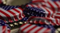 Foto giratoria de tapas de botellas con la bandera americana impresa en ellas - BOTTLE CAPS 043