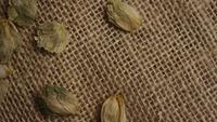 Plan tournant de l'orge et d'autres ingrédients brassicoles - Bière Brewing