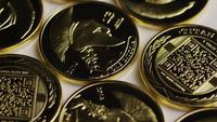 Roterende opname van Titan Bitcoins (digitale cryptocurrency) - BITCOIN TITAN 060