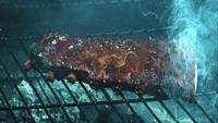 Grillning BBQ Ribs i ultra slow motion (1500 fps) på en Wood Rökad Grill - BBQ PHANTOM 018