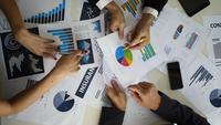 Hoogste menings commerciële vergadering met bedrijfsgrafiek