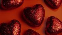 Drehende Gesamtlänge auf Lager schoss von den Valentinsgrußdekorationen und -süßigkeiten - VALENTINES 0034