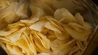 Eine Packung Kartoffelchips