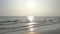 Das Meer reflektiert die Sonne