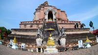 Templo de Wat Chedi Luang em Chiang Mai, Tailândia
