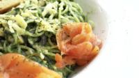 Espaguete e salmão defumado