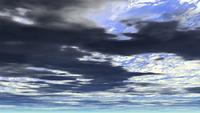 Un ciel bleu avec des nuages de pluie gris