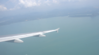 Flugzeugflügel mit schöner Ansicht im Freien