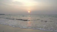 Prachtige zonsondergang op het strand