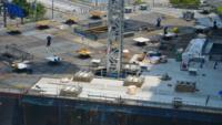 Guindaste de construção em construção