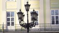 Linterna vieja en la calle de Lviv