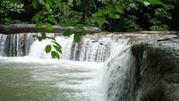 Wasserfall Mit Steinstufen In Thailand
