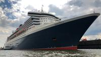 Queen Mary 2 in Hamburg, Duitsland