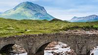 Ponte em Sligachan na Escócia