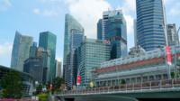 Singapore - Circa Vacker arkitektur som bygger Singapore stadshorisont