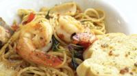 Kryddig skaldjur Saghetti