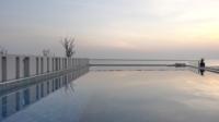 Freibad bei Sonnenuntergang