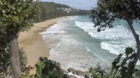 Uma vista superior da praia tropical