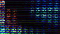 Pixels de tela de TV flutuam com movimento de cores e vídeos