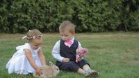 Crianças em um dia de casamento