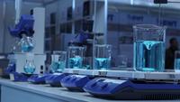 Vetenskapligt experiment i medicinskt laboratorium
