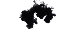 Tinta negra que cae en el agua