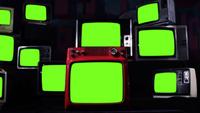 Bunt med gamla tv-apparater som slår på grön skärm
