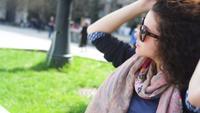 Jeune femme, lunettes soleil
