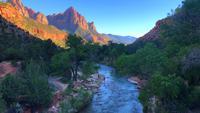 Uitzicht op rivier en bergen in Zion National Park 4K