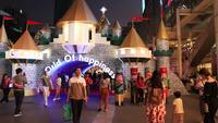 Luces de Navidad y decoraciones en la noche, Bangkok Tailandia