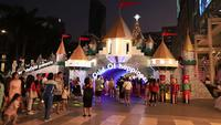 Weihnachtslichter und Dekorationen nachts, Bangkok Thailand