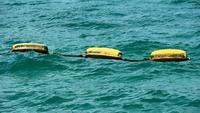 Objetos amarillos flotantes