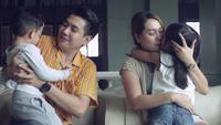 Glückliche asiatische Familie