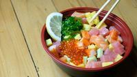 Shirashi Don Japans eten met stokjes