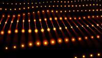 Résumé des fils et des lumières rougeoyantes conçoivent une boucle de fond 4K