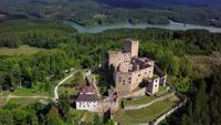 Flyga över ett gammalt slott i 4K