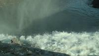Vattenfall som gör vattenånga