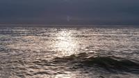 línea del horizonte por agua de mar tranquila