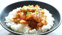 Gebratenes Schweinefleisch mit Kimchi mit Reis