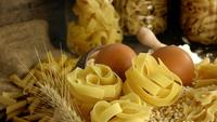 Délicieuses pâtes italiennes crues