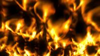 Gouden verschroeiend vuur van brandende lava