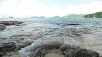 Cenário do litoral na praia de Ao Yon